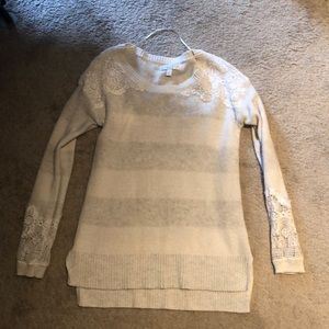 Strip sweater with lace